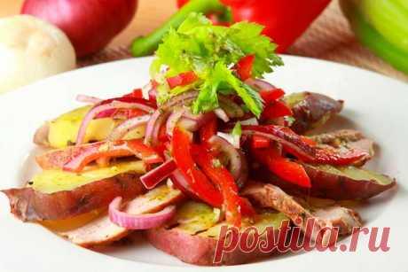 Мясной салат с бататом и перцем – фотографии приготовления.