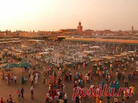 Kutubiya's mosque in Marrakech (Morocco) - We travel together