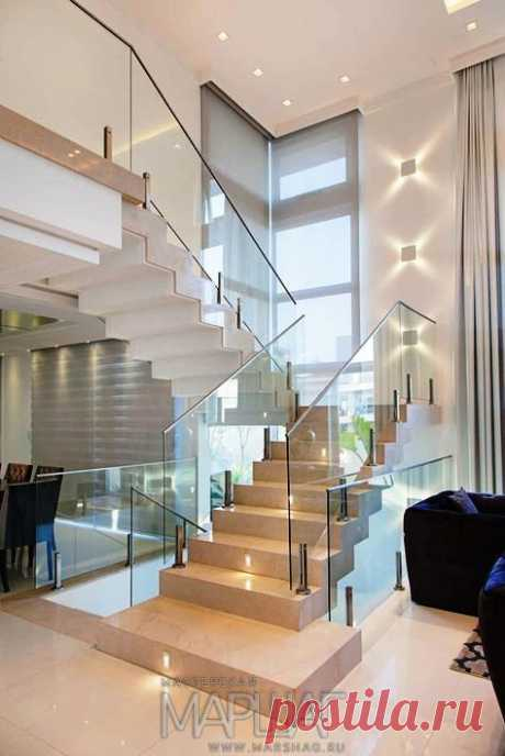 Изготовление лестниц, ограждений, перил Маршаг – Стеклянные лестничные перила на стойках