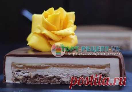 """ТОРТ """"SWEET BANANA"""".   Один из самых любимых тортов для меня и моих клиентов , готовлю его не один год и много много раз. Гениальный торт!!!!   Состав: Бисквит дакуаз с орехом, банановая намелака, мягкая карамель, шоколадный мусс.  - Ингредиенты: ⠀ Бисквит дакуаз с орехом: 66 гр. белок, 67 гр. сахарная пудра, 13 гр. мука, 45 гр. грецкий орех """"раздавленный"""" 8 шт. половинок грецкого ореха.  Карамель: 175 гр. сливки, 175 гр. сахар, 32 гр. сливочное масло, 150 гр. белый шокола..."""