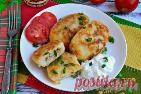 Картофельные зразы с курицей - 10 пошаговых фото в рецепте Картофельные зразы - блюдо, которое можно отнести к литовской, белорусской, украинской и русской кухне. Готовят их с различными начинками. Предлагаю вам попробовать нежные и очень вкусные картофельные зразы с курицей. Подавать их нужно обязательно в горячем виде со сметаной. Попробуйте, отличное ...
