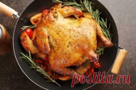 Цыпленок жареный и не только. 8 праздничных блюд из курицы Самое простое и привычное на Новый год - запечь курицу. Предлагаем 8 вариантов праздничных блюд из птицы.