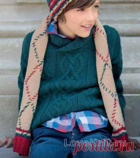 Sweater for the teenager with the central braid the scheme