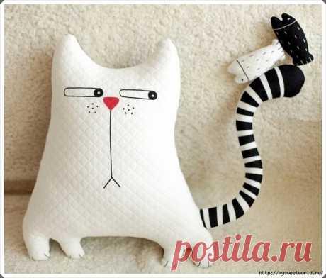 Подушка в форме кота