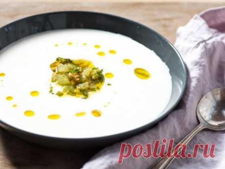 👌 Холодный испанский суп Ахобланко, рецепты с фото Ахобланко, который ещё часто называют белым Гаспачо, это известный испанский суп на основе миндаля и хлеба.