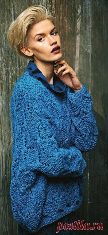 Синий пуловер спицами в стиле оверсайз с узором из ажурных ромбов - Портал рукоделия и моды