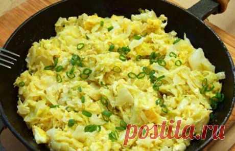 Вкуснейшая жареная капуста с яйцом Представляем вашему вниманию рецепт вкусного ужина либо же дополнения к домашнему обеду. Это капуста может выступить как гарниром, так и самостоятельным блюдом. Готовится очень быстро и просто. Ингредиенты доступные каждой хозяйке и найдутся в каждом холодильнике...