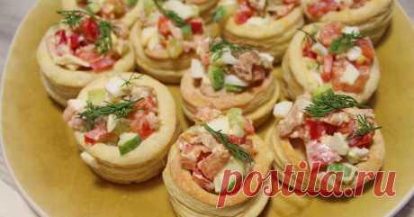 Салат из тунца с овощами в тарталетках из слоеного теста Приготовим тарталетки и салат, который можно подавать как отдельно так и в тарталетках.Ингредиенты:Для тарталеток:Слоеное тесто(дрожжевое) - 1000 гр.ЯйцоДля начинки:Тунец - 1 банкаЯйцо отварное - 4 шт Автор: Gansserov