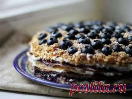 Блинный торт с творогом и черникой