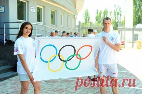 24 июня, Олимпийский день бега. Донецк | РСК «Олимпийский» Вчера, 24 июня, в столице Донецкой Народной Республики состоялся масштабный спортивный праздник - Олимпийский день бега.В торжественной церемонии открытия мероприятия приняли участие почетные гости,