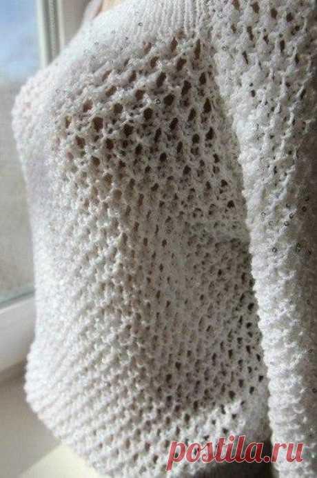 Вяжем ажурный узор спицами Отличный узор для кофты. Красивый и воздушный, получается просто великолепное изделие из любой пряжи! Описание узора: 1 ряд: 2 вместе, 2 накида, 2 вместе, 2 вместе, 2 накида, 2 вместе; 2 ряд: лицевые и 2