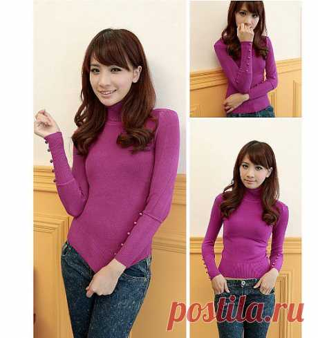 Модный свитер пурпурного цвета с высоким воротом