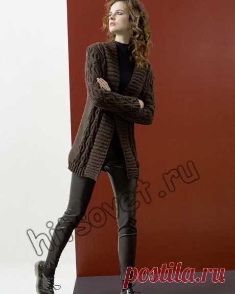 Женский удлиненный жакет - Хитсовет Женский удлиненный жакет. Модная модель женского удлиненного жакета с косами со схемой и бесплатным описанием вязания. Вам потребуется: 550 (600, 650, 700) грамм коричневой пряжи LANG YARNS YAK