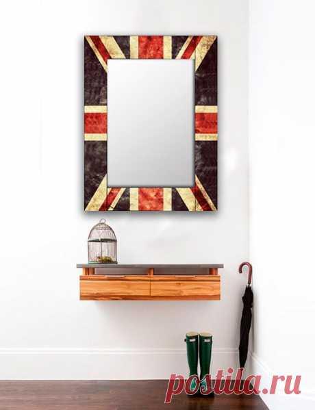 """Ретро зеркало """"Британия"""" по цене от 5690руб. Материал рамы: массив сосны. Изображение: УФ печать. Размеры: 55х55 см, 50х65 см, 65х65 см,  65х80 см, 80х80 см, 75х110 см, 90х90 см, 75х140 см, 75х170 см. Срок изготовления: 3-4 дня."""