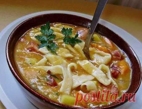 Суп с фасолью и домашней лапшой