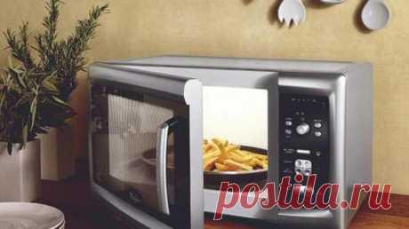 """Что категорически запрещено греть в микроволновке - Главпост Микроволновая печьстала спасением для многих людей. Она упрощает жизнь и позволяет за несколько минут """"приготовить"""" полноценный обед. Однако существует целый …"""