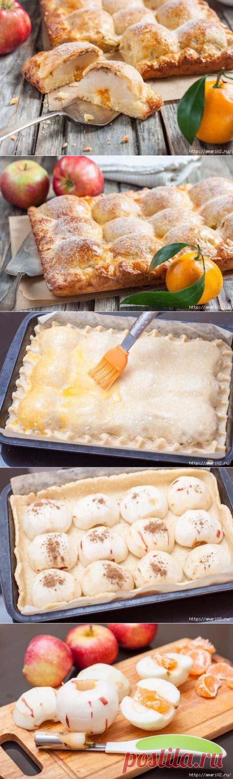 Яблочный пирог.. Мука (количество муки зависит от влажности творога) — 2,5 стак. Масло сливочное — 250 г Творог — 200 г Сахар — 2/3 стак.Ванильный сахар — 1 пакет. Разрыхлитель теста — 1 ч. л. Яблоко (количество зависит от размера яблок и формы) — 6 шт Корица Дольки мандарина (или финик, курага, грецкий орех, чернослив, ириска...по количеству половинок яблок) — 12 шт