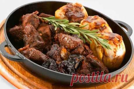 Сегодня мы будем готовить мясо кабана. Мясо получается пикантным, вкусным и богатым витаминами. Рецепт очень легкий в приготовлении. И так вперед))