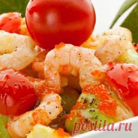 Салат с креветками, авокадо и черри рецепт – салаты