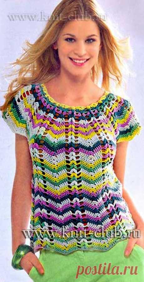 La blusa multicolor veraniega por el gancho