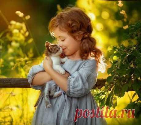 Детство - самое совершенное состояние души: всех любишь, ни на кого не держишь зла. Наринэ Абгарян