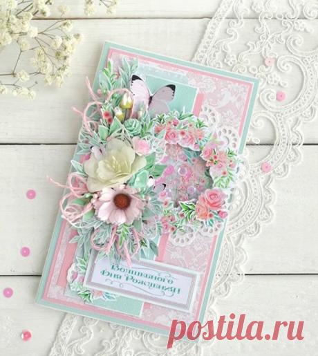 Воздушная открыточка в нежных оттенках со множеством деталей: шейкер, цветы, бабочки, пайетки, бусинки, стеклянные капли.