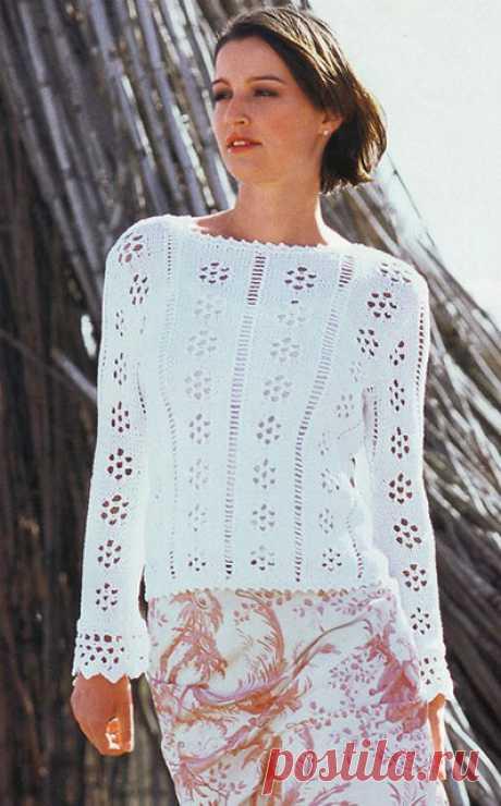 Резной пуловер с планками на рукавах белого цвета спицами – легкие схемы вязания с описанием