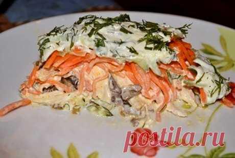 Слоёный салат «Восторг» с грибами и курицей