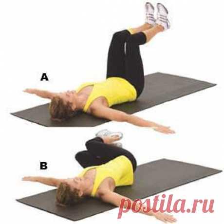 УПРАЖНЕНИЕ ДЛЯ КОСЫХ МЫШЦ ЖИВОТА  Лягте на спину. Согните ноги в коленях и поднимите, чтобы бедра образовывали с полом перпендикуляр (как на фото). Обопритесь ладонями о пол и опустите ноги в левую сторону. Задержитесь в этом положении, сохраняя насколько это возможно правое плечо прижатым к полу. Затем вернитесь в исходное положение. После этого опустите ноги вправо. Чередуйте наклоны, пока не выполните от 8 до 12 повторений на каждую сторону.