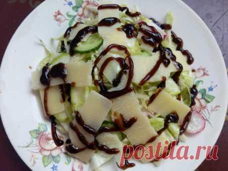 Овощной салат с пармезаном и бальзамическим кремом - рецепт с фото пошагово