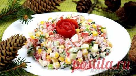 """Салат """"Красавица"""" Салат с крабовыми палочками и кукурузой. Для этого салата нужны только готовые продукты, не нужно ничего отваривать. Все ингредиенты нарезать и готово! Этот салат — палочка-выручалочка, если гости уже..."""