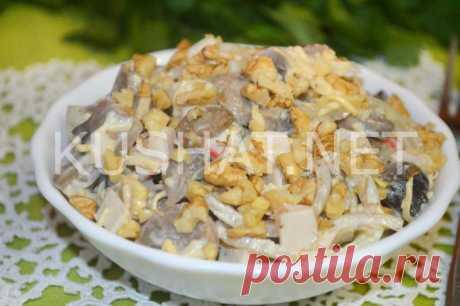 Салат с крабовыми палочками, грибами, сыром и орехами - Кушать нет