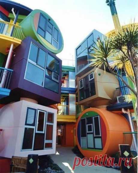 La casa-prueba. Se puede ver tal complejo de las casas en Tokio, Japón