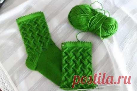 Красивый узор для носков… Какая аппетитная зелень у этих носков! )))) А рисунок?! Классный, правда?!