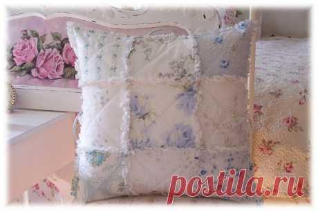Las almohadas vintazhnye
