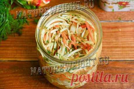 Универсальный рецепт приготовления маринованных кабачков по-корейски: подходит для создания быстрого салата, который можно кушать сразу, и для закатки на зиму.