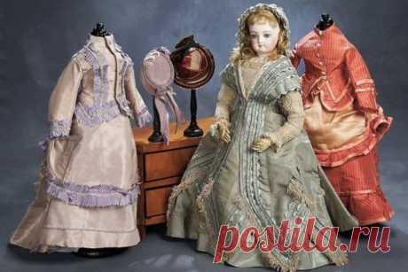 Выкройки старинныхплатьев В этой статье собраны выкройки старинных платьев разных эпох для кукол. Если у вас есть старинная кукла или вы просто любительница винтажных нарядов, вам должна быть знакома ситуация, что одежда у …