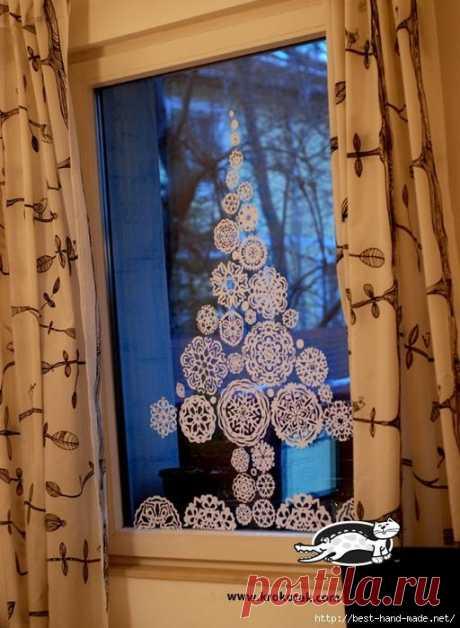 Елка из бумажных снежинок для декорирования окна. Мастер-класс
