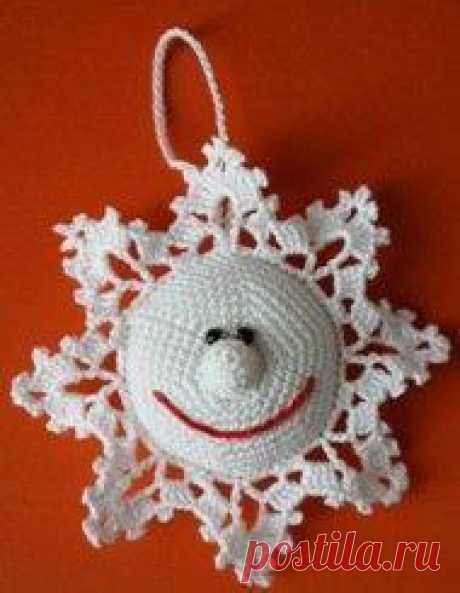 Вяжем снежинку! Елочное украшение - снежинка связана крючком №1.Автор: Виктория Яковец (Lvicia).