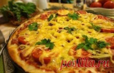 Рецепт тонкой итальянской пиццы Ингредиенты:для тонкого теста:100 гр. теплой воды0,5 ч.л. сухих дрожжейпо 1 чайной ложке сахара и соли2 стакана просеянной муки1 яйцо2 ст. л. оливкового маслаДля начинки:Томатный соус (100 гр. помидор…