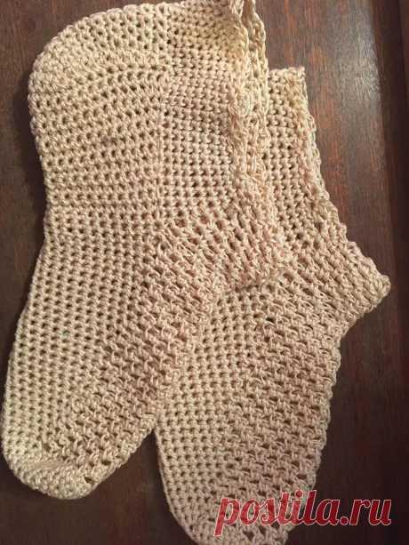 беленькие носочки связаны крючком на размер 37-38