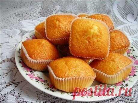 Простые и вкусные кексы со сгущенкой   Ингредиенты:  яйцо куриное — 2 шт  сахар — 1 стак.  Показать полностью…