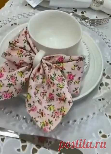 A real holiday lunch or dinner should be beautiful. This article is about the art of folding napkins in creative ways that will surprise guests and improve their mood.