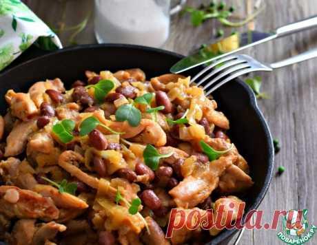Филе куриное с луком и фасолью