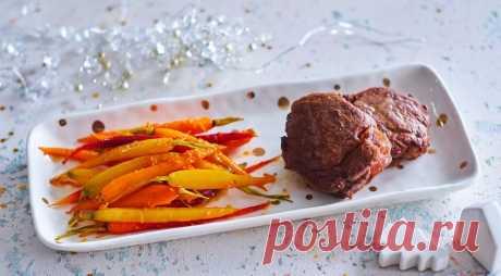 Мандариновая морковь - ПУТЕШЕСТВУЙ ПО САЙТУ. Прекрасный гарнир к любому мясу – полезный, легкий и нарядный. Впрочем, на праздничном столе такая мандариновая морковь может стать и оригинальной закуской – на ваше усмотрение. ИНГРЕДИЕНТЫ 800 г красивой некрупной моркови с хвостиками 3 мандарина 2 лимона 1 ст. л. оливкового масла 1 ст. л. сливочного масла соль, свежемолотый …