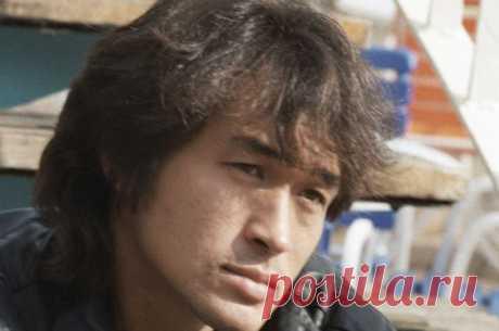 Как погиб Виктор Цой? 15 августа 1990 года в автокатастрофе погиб Виктор Цой.
