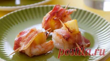 Креветки с ананасом в беконе — Sloosh – кулинарные рецепты