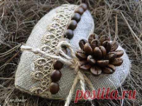 Los artículos hermosos de la arpillera por las manos