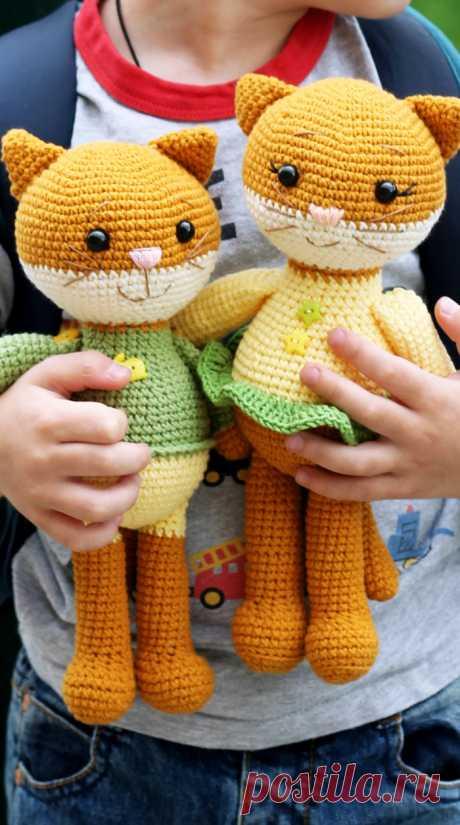 PDF Пара Котят крючком. FREE crochet pattern; Аmigurumi doll patterns. Амигуруми схемы и описания на русском. Вязаные игрушки и поделки своими руками  #amimore - котик, котёнок, кот, кошечка, кошка, котенок.