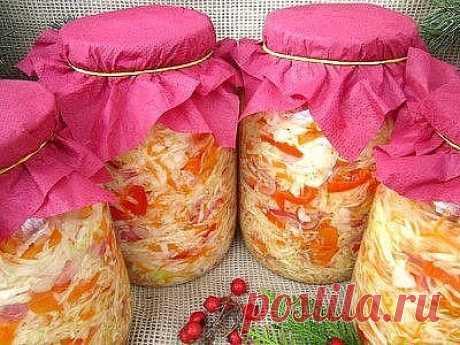"""Капуста """"Закусочная""""  В интернете много рецептов капусты, со схожими ингредиентами , но способов её приготовления и хранения ещё больше. Поэтому я осмелюсь выставить наш семейный рецепт , которому уже 30 лет. Все, кто её попробовал, стали фанатами данного рецепта.   Рецепт на сайте: https://quhny.ru/recipes/81027/kapusta-zakusochnaya.html?t=1205"""